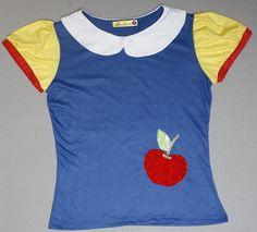 Camiseta inspirada no conto de fada Branca de Neve, confeccionada em malha com aplicação em tecido. R$55,00