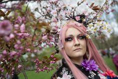 イツ・ベルリン(Berlin)にある公園「ゲルテン・デア・ウェルト(Gardens of the World、世界の庭園)」で開催された「桜祭り(Cherry Blossom Festival)」に、コスプレの着物姿で参加したドイツ人のベリア(Velia)さん。(c)AFP=時事...
