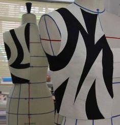 php ৯২১×৯৬০ pixels Pattern Cutting, Pattern Making, Architectural Clothing, Clothing Patterns, Sewing Patterns, Shingo Sato, Fabric Origami, Fashion Figures, Fashion Project
