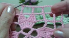 Quadrado de crochê #5 (4ª carreira e ponto tela com pontos altos duplos)