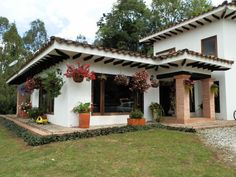 Design Exterior, Pergola Designs, Small Patio, Spanish Style, Planer, Outdoor Structures, House Design, Yard, House Styles
