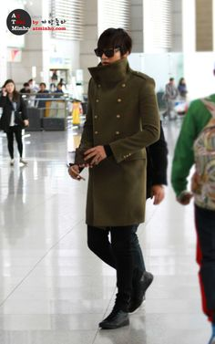 Lee Min Ho airport fashion. Cold War chic ^^