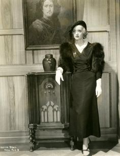 Bette Davis in the rich are always with us - Old Hollywood Stars, Old Hollywood Glamour, Golden Age Of Hollywood, Classic Hollywood, Old Actress, American Actress, Bette Davis Eyes, Betty Davis, Actrices Hollywood