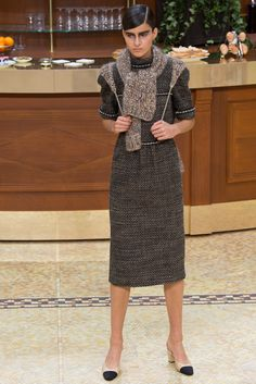 Chanel Ready To Wear Fall Winter 2015 Paris Fashion Week Paris, Fashion Week 2015, Live Fashion, Runway Fashion, Fashion Show, Fashion Design, Chanel 2015, Chanel Paris, Mode Simple