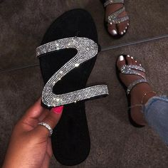 Dropshipping 2019 New Sandals Women Bright Diamond Casual Outdoor Travel Flip Flop Beach Shoes Women Non-slip Durable Slippers Sparkly Flats, Glitter Flats, Summer Slippers, Summer Shoes, Women's Slippers, Flip Flops Damen, Bling Sandals, Beach Shoes, Beach Sandals