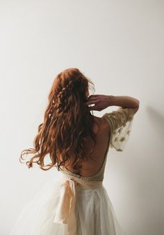 Discovered by Aesthetics Gallery. Find images and videos about girl, pretty and hair on We Heart It - the app to get lost in what you love. Wedding Dress Cake, Hair Wedding, Lily Evans, Fashion Week, Girl Fashion, Redheads, Red Hair, Hair Inspiration, Writing Inspiration