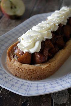 Petit fours met aardbeiencreme - Handmade Helen Cake Cookies, Cupcake Cakes, Mini Cupcakes, Apple Cake Recipes, Dutch Recipes, Pastry Cake, Piece Of Cakes, Homemade Cakes, Cakes And More