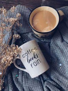 Rain And Coffee, I Love Coffee, Coffee Break, Coffee Girl, Morning Coffee, Sunday Coffee, Coffee Cafe, Coffee Drinks, Coffee Shop