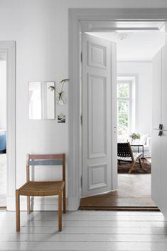 my scandinavian home: Singing the blues in a Swedish space Black Interior Doors, Home Interior, Hallway Inspiration, Interior Design Inspiration, Scandinavian Interior Design, Scandinavian Home, Grey Hall, Grey Doors, Grey Trim