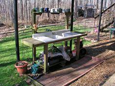inspiration for diy potting bench, inspiratie voor oppottafel Potting Bench With Sink, Outdoor Potting Bench, Potting Tables, Outdoor Garden Sink, Outdoor Sinks, Outdoor Gardens, Garden Benches, Barn Door Tables, Best Barns