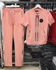 Women's sport suits Source by svetazhuvaka Sport Chic, Sport Casual, Sport Style, Grey Maxi Skirts, Fashion 2018, Womens Fashion, Mode Streetwear, Sporty Outfits, Black Blazers