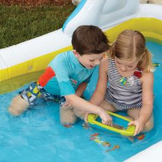 This Explorer Boat is perfect for trips to the lake or shore, or playing in the pool, tub, or water table. Features a clear, magnified floor to see beneath the surface. Childrens Outdoor Toys, Beach Kids, Water Toys, Underwater World, Christmas Gifts For Kids, Learning Resources, Toys For Boys, Picnic Blanket, Insight