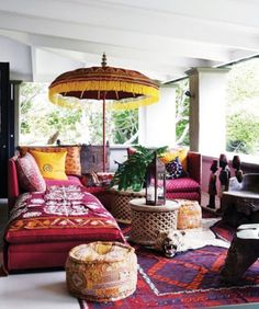 bohem stilli oturma odaları-Boho-chic living rooms - Amazing Homes Interior Bohemian Porch, Bohemian Interior, Bohemian Style, Bohemian Summer, Interior Desing, Interior And Exterior, Luxury Interior, Kitchen Interior, Home Goods Decor