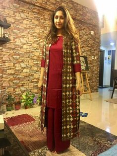 Searching for an ideal shrugs for evening wear things? to look for one-of-a-kind and made by hand. shrugs for dresses Bollywood Dress, Pakistani Dresses, Indian Dresses, Shrug For Dresses, Long Dresses, Crochet Shrug Pattern Free, Kurti With Jacket, Kurta Designs Women, Long Jackets
