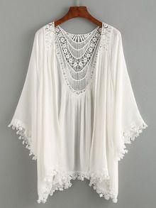 Kimono mit Hükeleinsatz und Spitzensaum in weiß