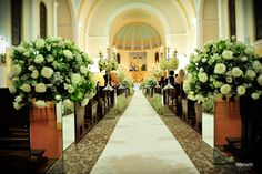 Flores brancas na igreja