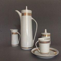 "Serwis do kawy ""Krokus"", porcelana Ćmielów, proj. W. Potacki, lata 60. Coffee Set, Tea Set, Kettle, Kitchen Appliances, Table Decorations, Tableware, Glass, Vintage, Design"