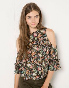 BSK off-the-shoulder print blouse - Shirts & blouses - Bershka United Kingdom Kids Outfits Girls, Boy Outfits, Cute Outfits, Fashion Outfits, Men New Hair Style, Cute Fashion, Girl Fashion, Clueless Outfits, Korean Beauty Girls