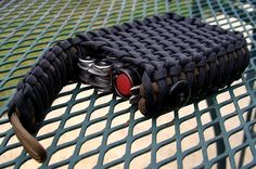 Repinned this cool paracord pouch (not a Dave design)