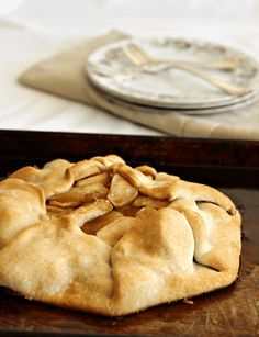 Making an easy apple pie is possible! 5 ingredients, an easy crust and all the flavor of a classic apple pie.