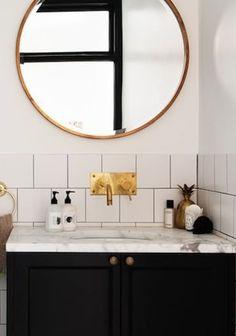 34 Space-Saving Towel Storage Ideas for your Bathroom - The Trending House Bathroom Niche, Boho Bathroom, Bathroom Trends, Chic Bathrooms, Bathroom Wallpaper, Bathroom Styling, Bathroom Fixtures, Small Bathroom, Washroom