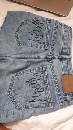 Flame jeans Clothes clothes Flame Jeans selbstgemachtekunst Flame j Diy Outfits, Mode Outfits, Jean Outfits, Dressy Outfits, Fashionable Outfits, Diy Jeans, Jeans Refashion, Diy Clothes Jeans, Thrift Clothes