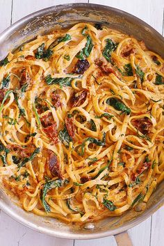 Linguine with Spinach and Sun-Dried Tomato Cream Sauce takes just 30 minutes to make! This simple Italian pasta is a great choice for a weeknight dinner! Linguine is generously coated in a comforting creamy sauce made with Linguine Recipes, Best Pasta Recipes, Vegetarian Recipes, Chicken Recipes, Dinner Recipes, Cooking Recipes, Healthy Recipes, Cooking Tips, Vegetarian Italian