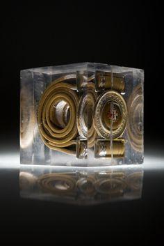 Artist: Zoltán Béla - Time Capsule 10 x 10 x 10 cm, polylite resin