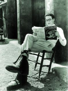 Harold Lloyd reads in the Harold Lloyd, Silent Film Stars, Movie Stars, Classic Hollywood, In Hollywood, People Reading, Silent Comedy, Comedy Films, Star Wars