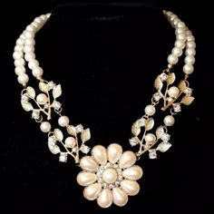 ED20 Elegant Faux Pearl Flower Crystal Necklace ‼️PRICE FIRM‼️ 