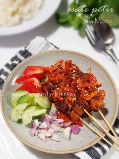 Sate Petir ala Monic (Sate Petir Pak Nano Wanna Be) Sate Ayam, Menu, Yummy Food, Indonesian Food, Cooking, Ethnic Recipes, Drink, Menu Board Design, Kitchen