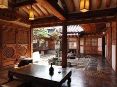 3 Days in Seoul: Travel Guide on TripAdvisor Korean Traditional, Traditional House, Bukchon Hanok Village, Asian House, Japanese Style House, Korean Design, Chinese Fans, Modern City, Decoration