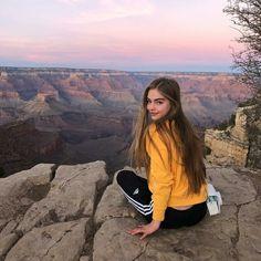 Jade Weber - On Grand Canyon Grand Canyon Photography, Photography Poses, Travel Photography, Photos Tumblr, Instagram Look, Jade Weber Instagram, Grand Canyon Pictures, Travel Pose, Poses For Pictures