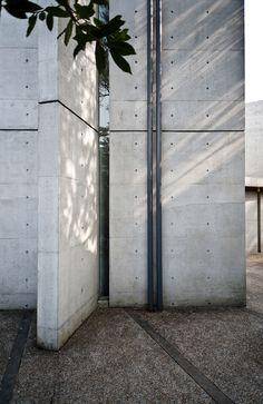of Light Osaka Japan - Tadao Ando. - olialo Church of Light Osaka Japan - Tadao Ando. - olialo -Church of Light Osaka Japan - Tadao Ando. Concrete Facade, Concrete Architecture, Concrete Houses, Space Architecture, Japanese Architecture, Concrete Wall, Residential Architecture, Architecture Details, Architecture Images