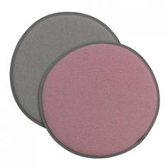 Vitra Seat Dot roze/sierra grijs - lichtgrijs/sierra grijs  SHOP ONLINE: https://www.purelifestyle.be/home-office/decoratie/textiel/kussens/vitra-seat-dot-roze-sierra-grijs-lichtgrijs-sierra-grijs.html