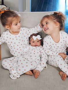 Twin Baby Girls, Twin Babies, Cute Babies, Baby Kids, Cute Little Girls, Cute Kids, Twin Toddler Photography, Tatum And Oakley, Girls Fall Outfits