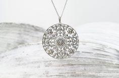 Comment bien nettoyer vos bijoux en argent et pierres précieuses.