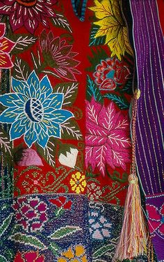 beautiful embroidered textiles produced by the Tzotzil Maya artists of Zinacantan Chiapas