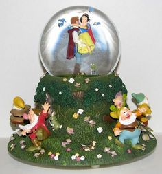 Snow White and Seven Dwarfs Happily Ever After Snowglobe