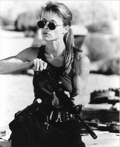 Great guns on Linda hamilton-terminator 2 Terminator Linda Hamilton, King Kong, Tai Chi, Female Movie Characters, Female Villains, Celebrity Workout, Ariana, Chef D Oeuvre, Badass Women