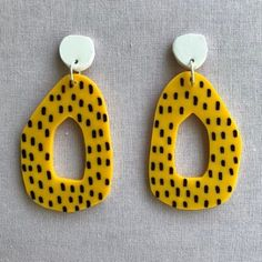 DIY Schmuck Reifen - Senf Making your apartment furniture livable Article Body: Whenever you mov Polymer Clay Earrings, Diy Earrings, Diy Jewelry Holder, Earing Holder, Bijoux Diy, Ring Verlobung, Schmuck Design, Jewelry Organization, Statement Jewelry