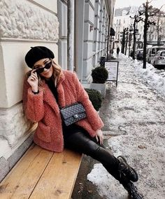 26 Trendy Winter Outfits for Women - Pinmagz Winter Sweater Outfits, Winter Outfits Women, Winter Sweaters, Winter Dresses, Classic Trench Coat, Casual Outfits, Fashion Outfits, Nice Dresses, Clothes For Women