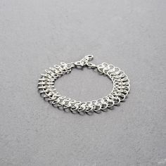 WELIGAMA BRACELET SILVER // Interlocking ring-bracelet in matt-finished sterling silver. // This bracelet has an understated elegance that makes it suitable for any occasion and a beautiful wardrobe staple. The interlocking rings are soothing to the touch and fluid in motion. // shop.kinsfo.lk