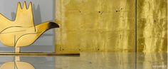 La colección de metal cerámico Gold se convierte en un complemento decorativo integrante de las paredes Rex, donde crea escenografías elegantes y sofisticadas.