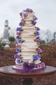Purple and Pink Floral Wedding Cake Design Diy Wedding Cake, Amazing Wedding Cakes, White Wedding Cakes, Wedding Cake Designs, Amazing Cakes, Wedding Ideas, Purple Wedding, Floral Wedding, Wedding Stuff