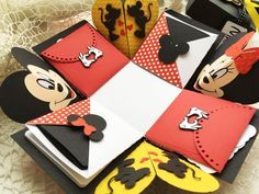 Mickey and Minnie Mouse Explosion box! This handmade photo box can be the perfec… - bestgiftsideas Birthday Card Messages, Cool Birthday Cards, Happy Birthday, Disney Cards, Disney Diy, Exploding Gift Box, Disney Scrapbook Pages, Diy Gift Box, Disneyland