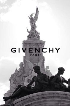 Hintergrund GIVENCHY - Your Style, Your Budget Tired of ogling the latest styles in brand Boujee Aesthetic, Aesthetic Collage, Aesthetic Pictures, Aesthetic Bedroom, Aesthetic Fashion, Black And White Picture Wall, Black And White Pictures, Black And White Posters, Black And White Prints
