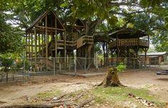 Casa de Árbol Parque Colón. Esto queda localizado en el municipio de Aguada, pero es manejado por Aguadilla.//
