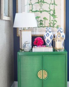 Kelly green cabinet with chinoiserie inspired vignette