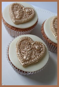 Cupcakes with a springerle decoration from white modeling chocolate.